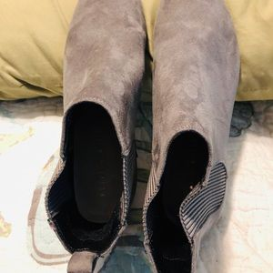 Kelly & Katie Grey Ankle Booties / Size 7.5M